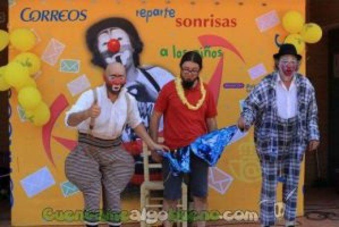 20161025-3-payasos-sin-fronteras-reparte-sonrisas-almeria-01-620x413