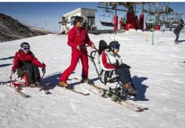 648526-Sierra-Nevada-con-la-formacion-de-profesores-de-esqui-Adaptado