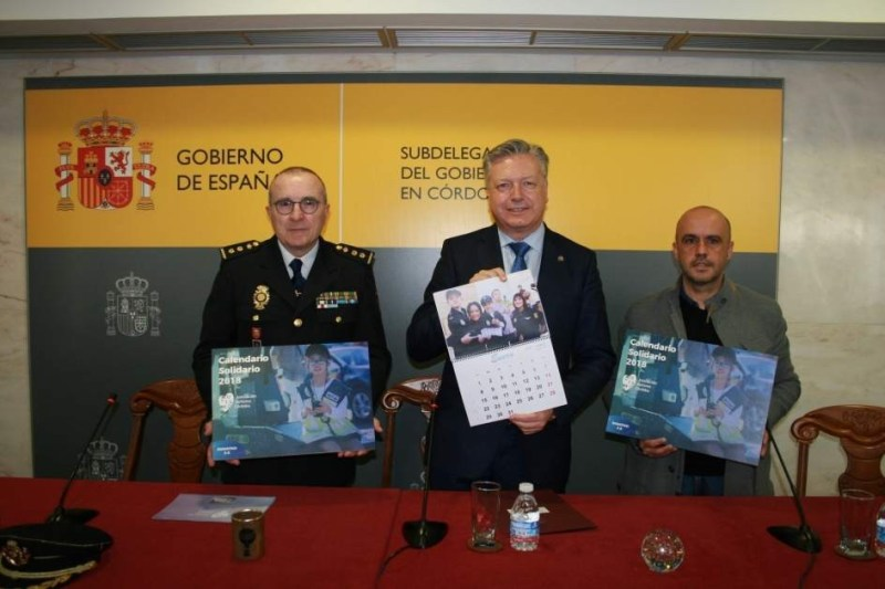 La Policía Nacional colabora en el calendario solidario de la Asociación Autismo Córdoba