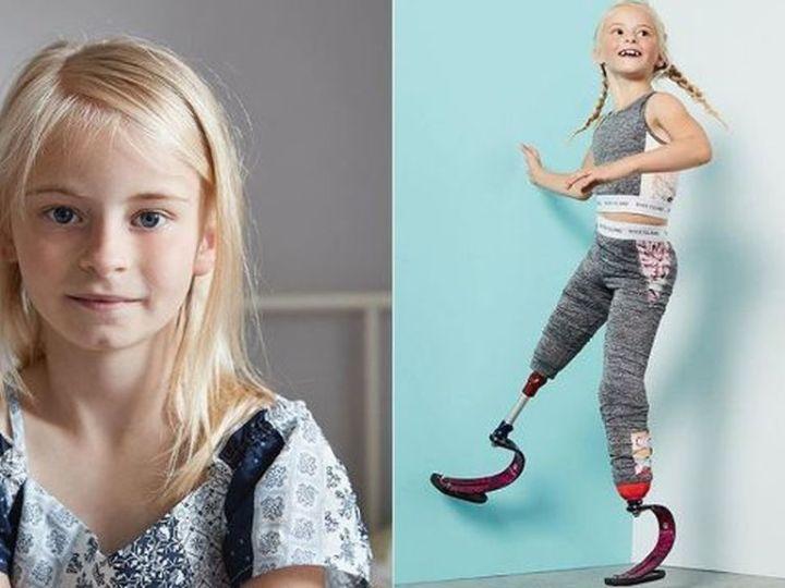 Daisy-May modelo en London Kids' Fashion Week.