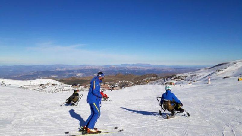Banco Santander colabora con la integración a través del esquí