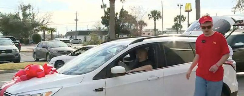 McDonald`s regala un coche a una familia cuyo hijo con autismo les enviaba dibujos