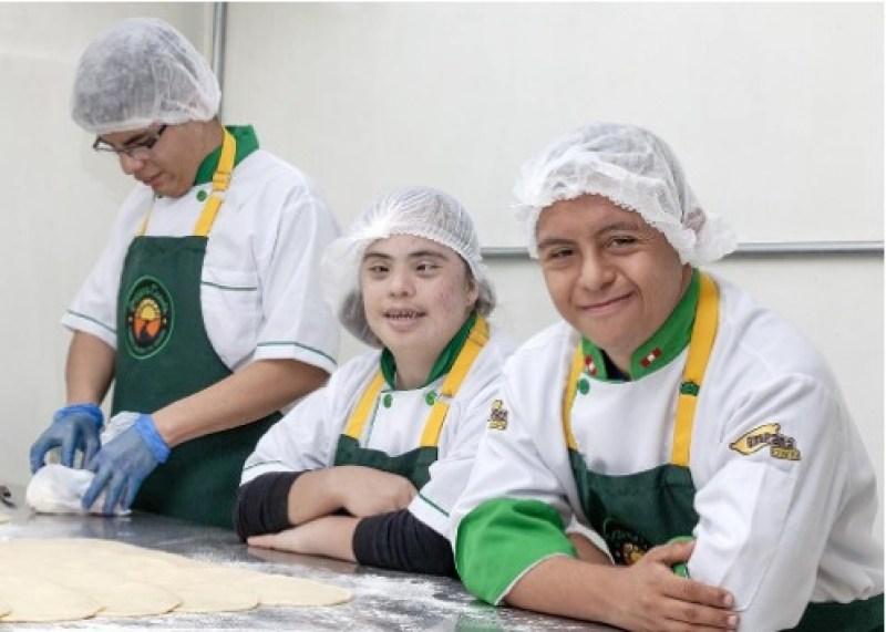Empresa social EmpanaCombi lanza línea de panetones artesanales elaborados por jóvenes con discapacidad