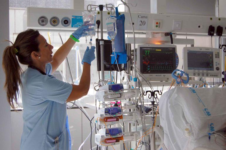 """""""Quítese el traje de chaqueta, Dr. César Pascual, y póngase el del hospital"""""""