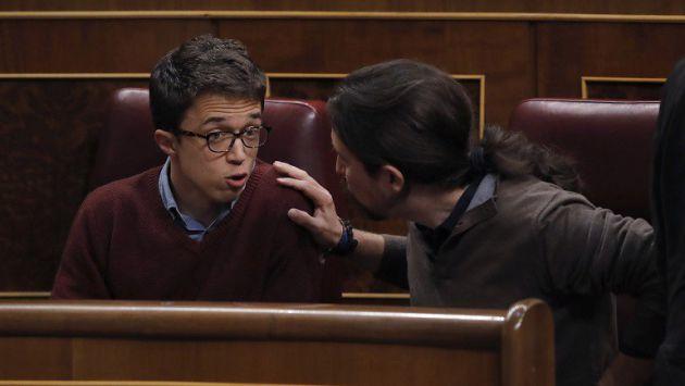 Iglesias y Errejón discuten en el escaño durante el pleno del Congreso