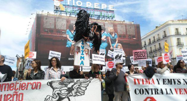 Manifestación contra la venta de vivienda pública a fondos buitre
