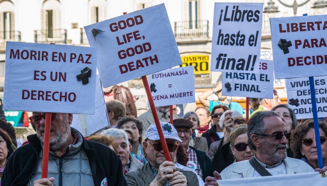 Manifestantes pro-eutanasia
