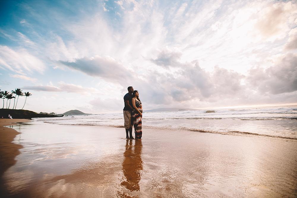 po'olenalena beach maternity photographs with cadencia photography