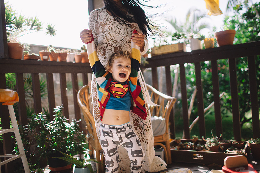 playful family photography on Maui