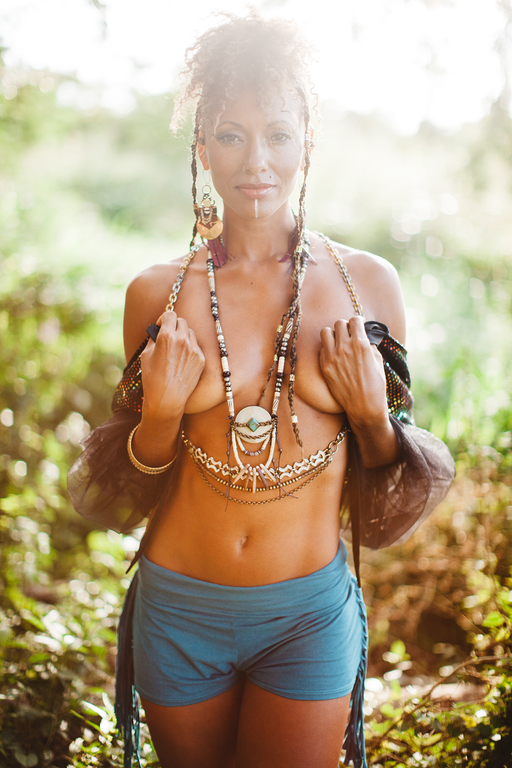 ladyhawk love photoshoot on Maui with shay butta by cadencia photography.