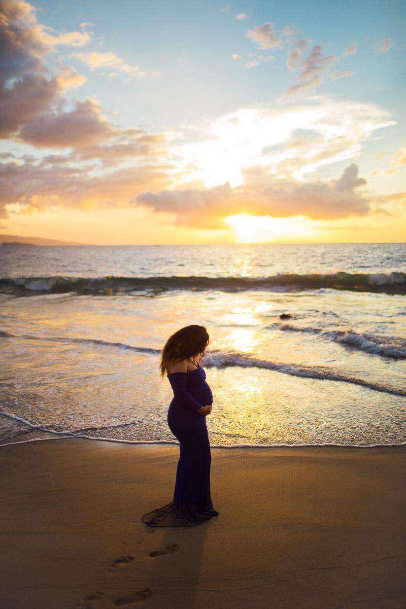 po'oelanelan beach maternity photos in Wailea, Maui