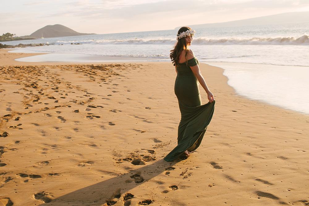 beautiful maternity session at po'olenalena beach in wailea, maui.