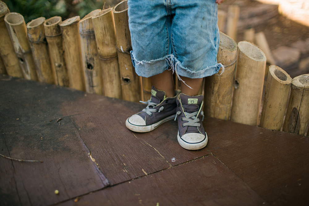 maui childens photographer, chillin at kokopele in wailuku.