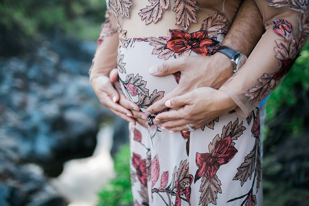 maternity photography at waioka ponds, also known as venus ponds, in Hana Maui.