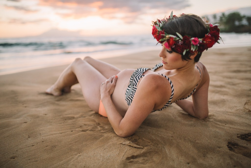beautiful hawaii maternity photos by cadencia photography on Maui.