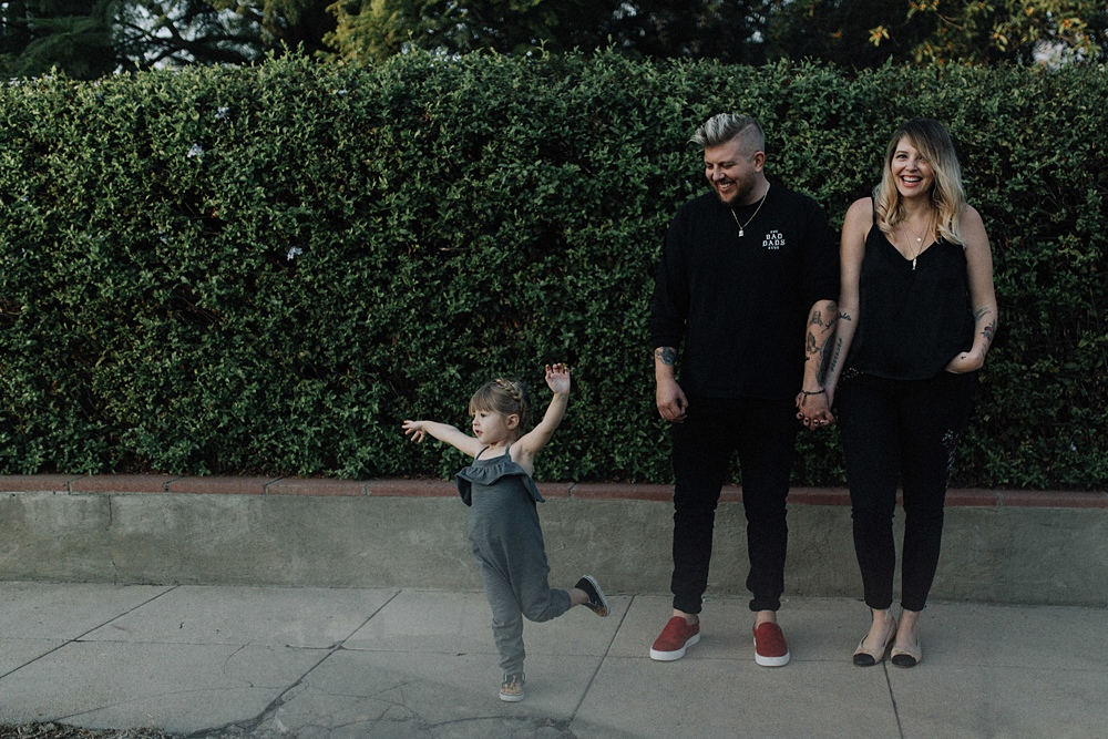 LA family photographer takes photo of hip family in pasadena.