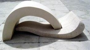 Onda, calcário, 80 x 50 x 60 cm, 2004 ( colecção privada )