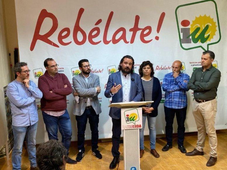Fernando Macías, con alcaldes de IU, en una imagen reciente