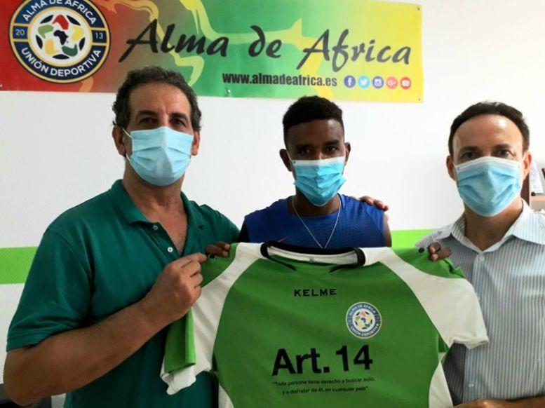 David de la Encina con miembros de Alma de África