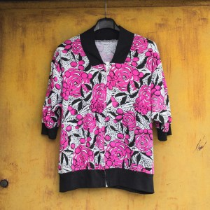 maglia vintage con stampa psichedelica fucsia, bianco e nero