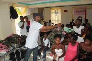 Dons d'effets scolaires aux jeunes du CAEJ - Haïti