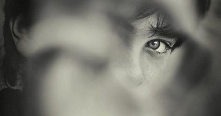 """Privire prin """"fereastra regretelor"""": ce regretă oamenii cel mai mult?"""