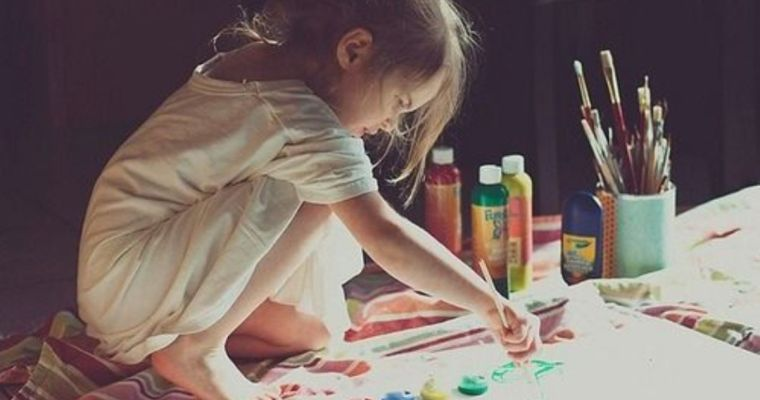 Copiii au nevoie de artă, poveste și poezie la fel de mult cum au nevoie de dragoste și hrană