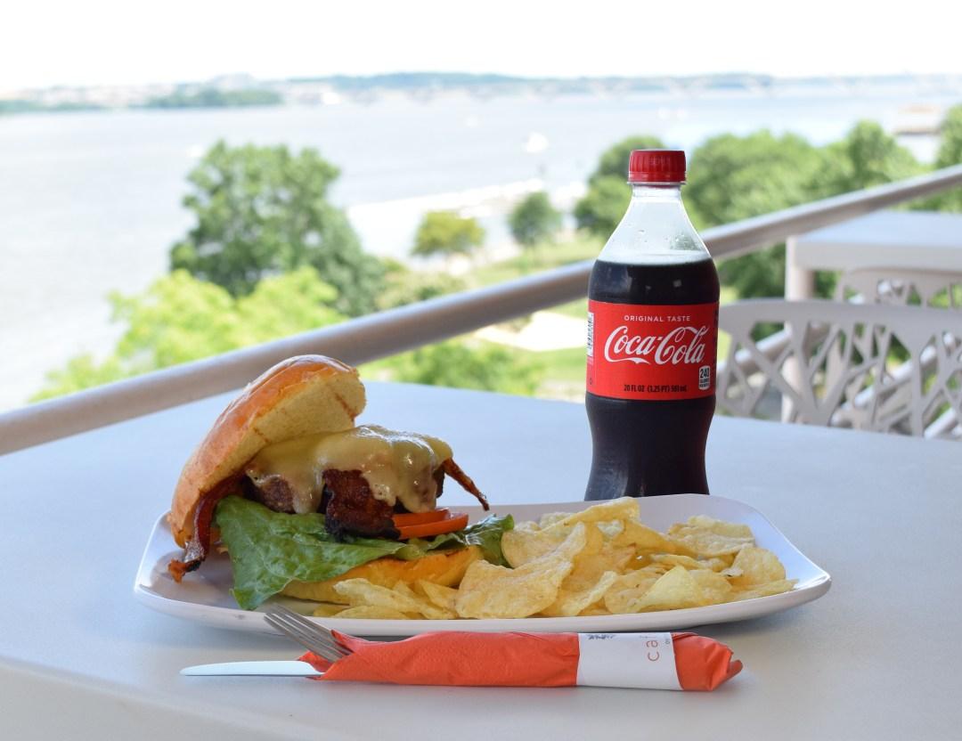 Cheese_burger_w_bacon_Coke_01