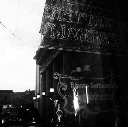 """visuale dell'esterno del Teatro comunale di Lanciano """"Fedele Fenaroli"""" dall'ingresso della Caffetteri Fenaroli"""