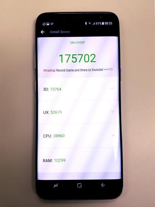Apenas uma aplicação de medição de cálculo absoluto de desempenho. Trata-se do aplicativo Antutu, que mede desempenho aritmético, gráfico e acesso à memória. Você pode baixar o Antutu na play store e comparar a pontuação obtida pelo seu smartphone