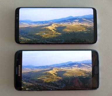 A mesma imagem no S8 (acima) e no S7 edge. Repare o aproveitamento da tela do Galaxy S8; quase não há bordas no smartphone.
