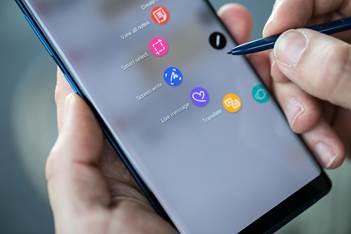 Um menu é aberto automaticamente ao retirar a S-pen do Note 8.