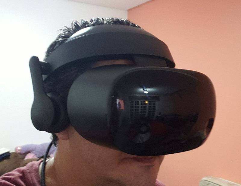 Óculos de realidade virtual HMD Odyssey+, da Samsung