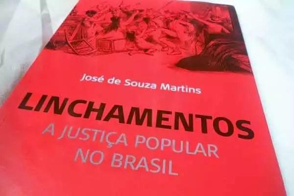 2015_05_livro_linchamentos