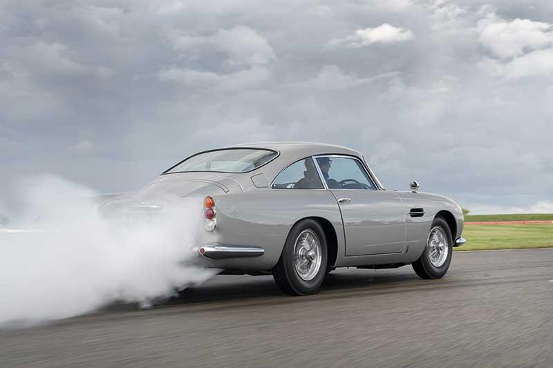 Aston Martin DB5 Goldfinger Continuation 04 - El Aston Martin DB5 Goldfinger vuelve después de 50 años