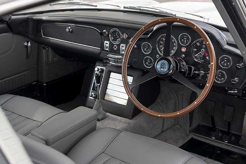 Aston Martin DB5 Goldfinger Continuation 32 - El Aston Martin DB5 Goldfinger vuelve después de 50 años