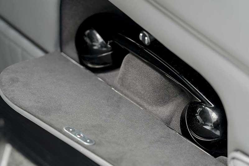 Aston Martin DB5 Goldfinger Continuation 38 - El Aston Martin DB5 Goldfinger vuelve después de 50 años