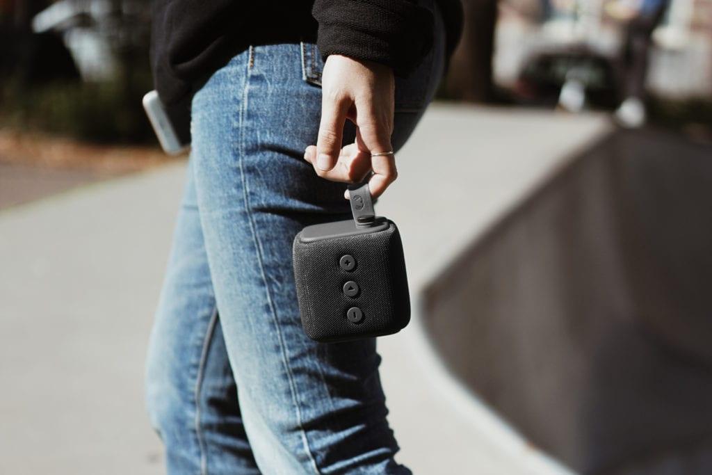 Bold S Concrete Lifestyle 2 1 - Bold S, el nuevo altavoz bluetooth Rockbox Bold