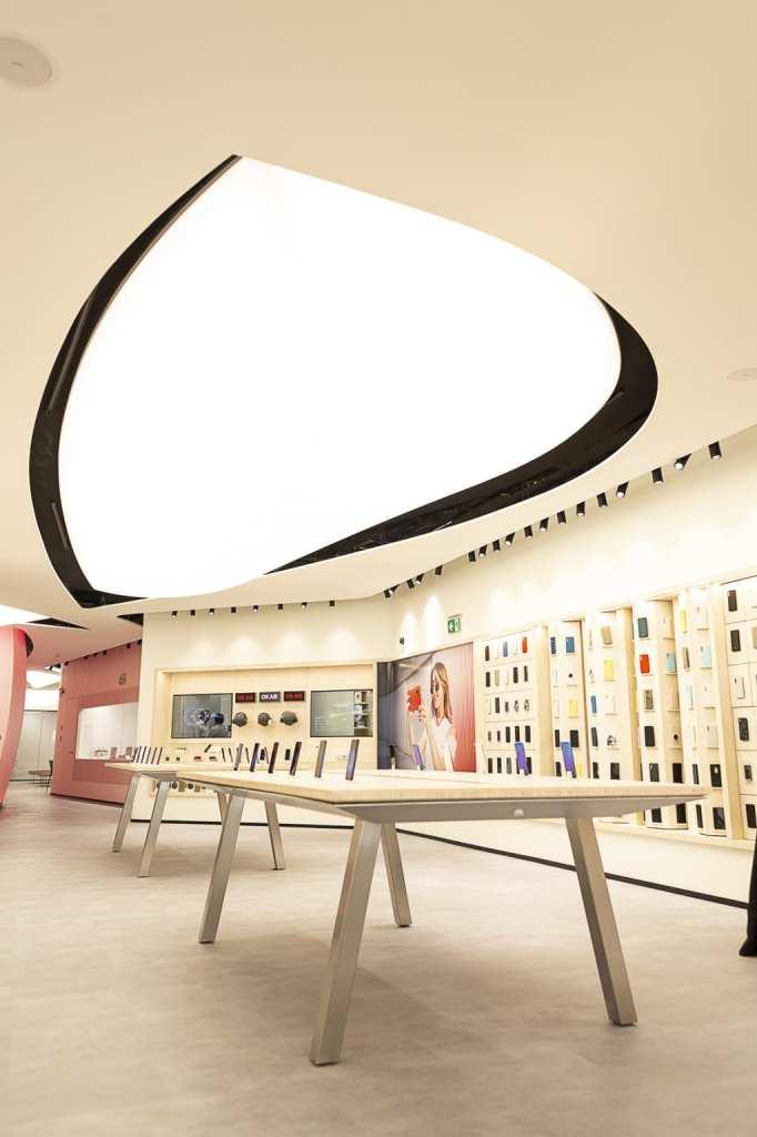 Huawei Press 004 682x1024 - Hoy abre sus puertas el primer Espacio Huawei en Barcelona con regalos para los asistentes