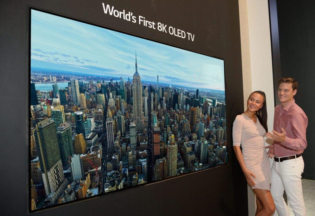 LGE 8K OLED TV 1024x703 - Día Internacional de la Televisión 2020: streaming en lugar de canales