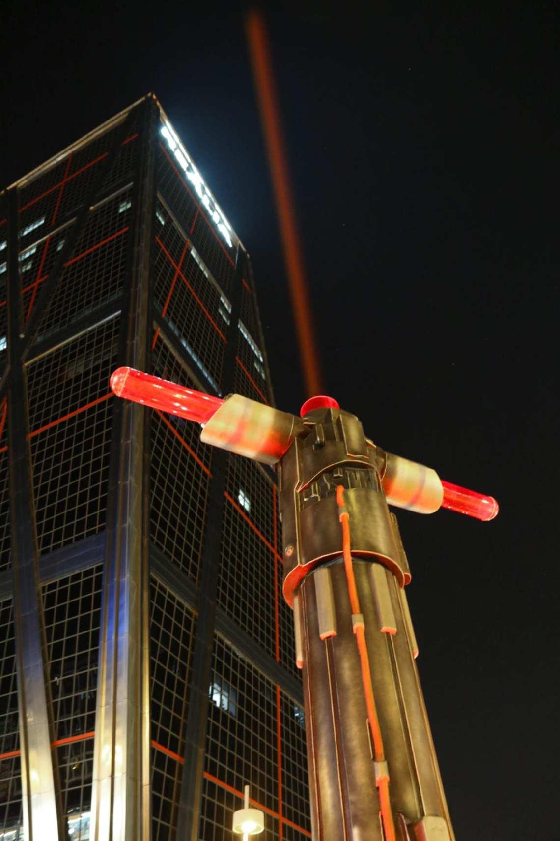 PLAZA DE CASTILLA - Las espadas láser de Star Wars iluminan Madrid