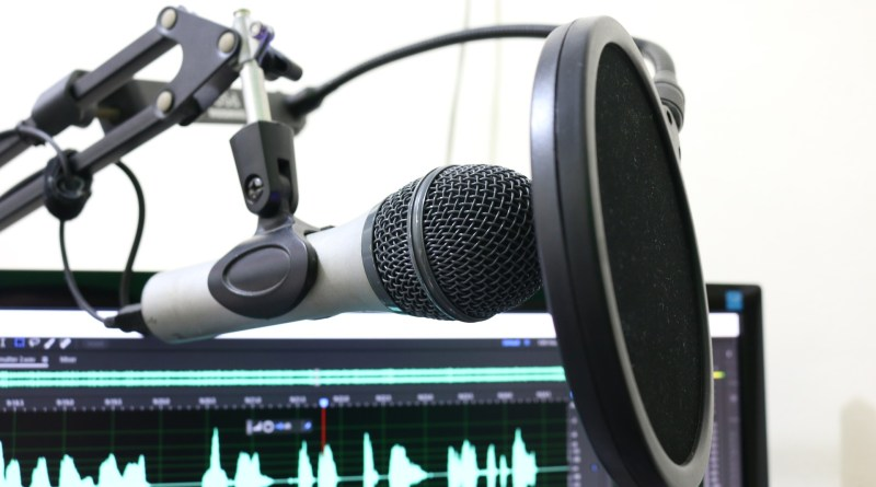 microphone 2170045 1920 1 - Hoy es el Día Internacional del Podcast