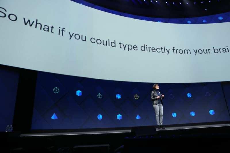 regina dugan f8 2017 2 - Facebook F8 2017: Inteligencia Artificial, Building 8 y más novedades tecnológicas en el Día 2
