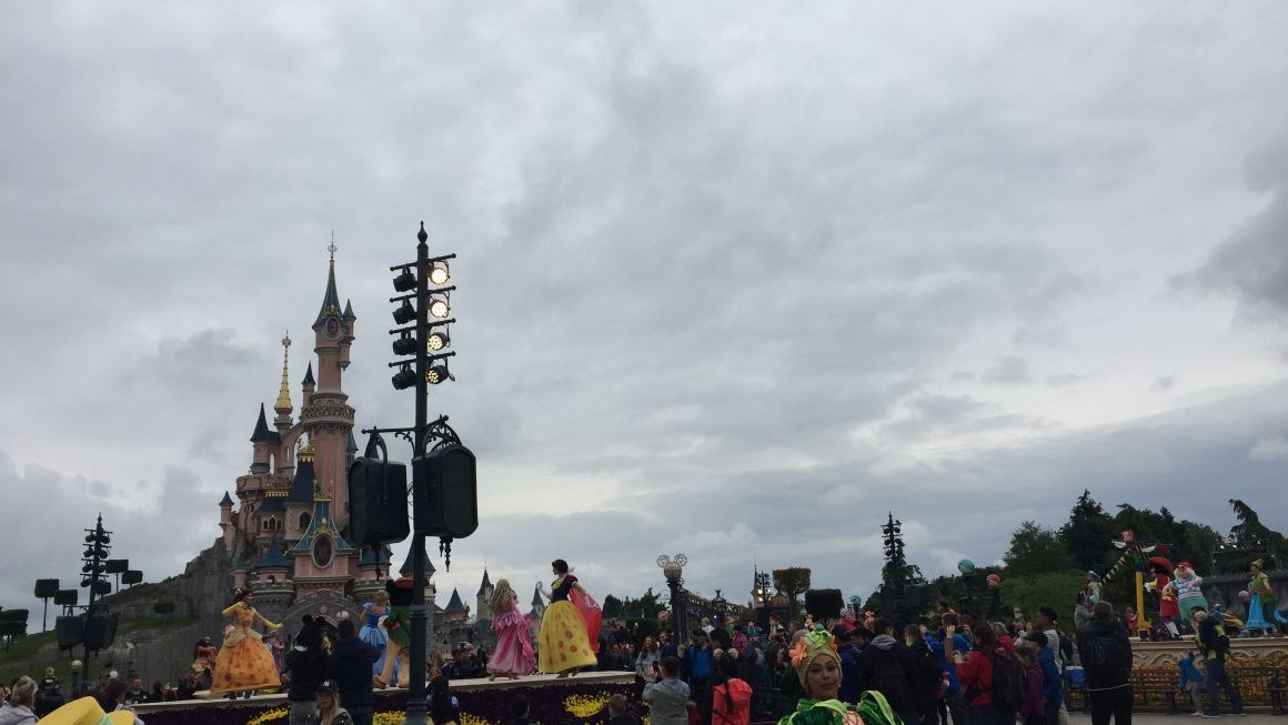 Alquiler de autocar, un modo diferente para viajar a Disneyland París desde España