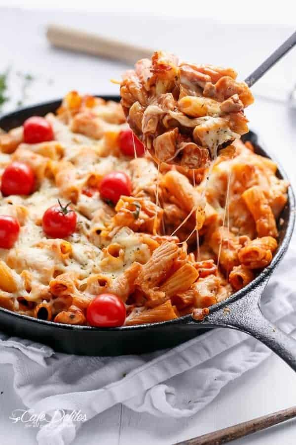 Cheesy Chicken and Roasted Tomato Mozzarella Pasta Bake | http://cafedelites.com
