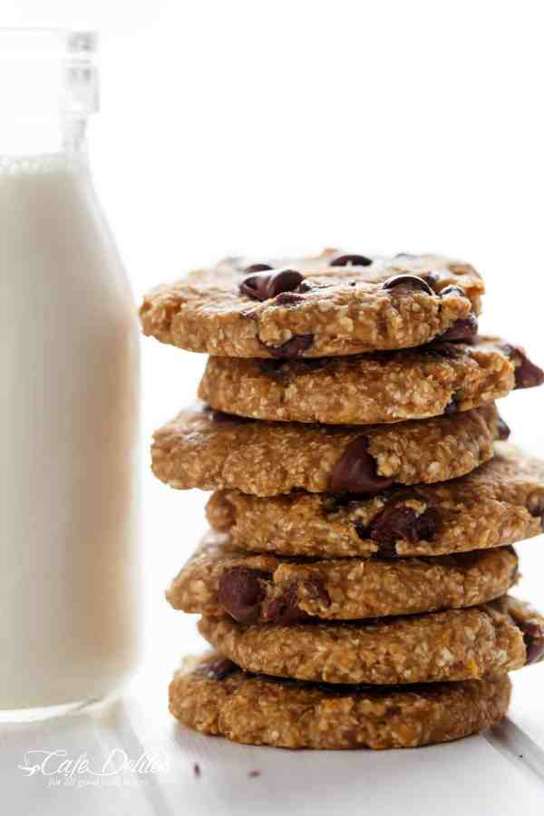 Healthy 2-Ingredient Breakfast Cookies | https://cafedelites.com