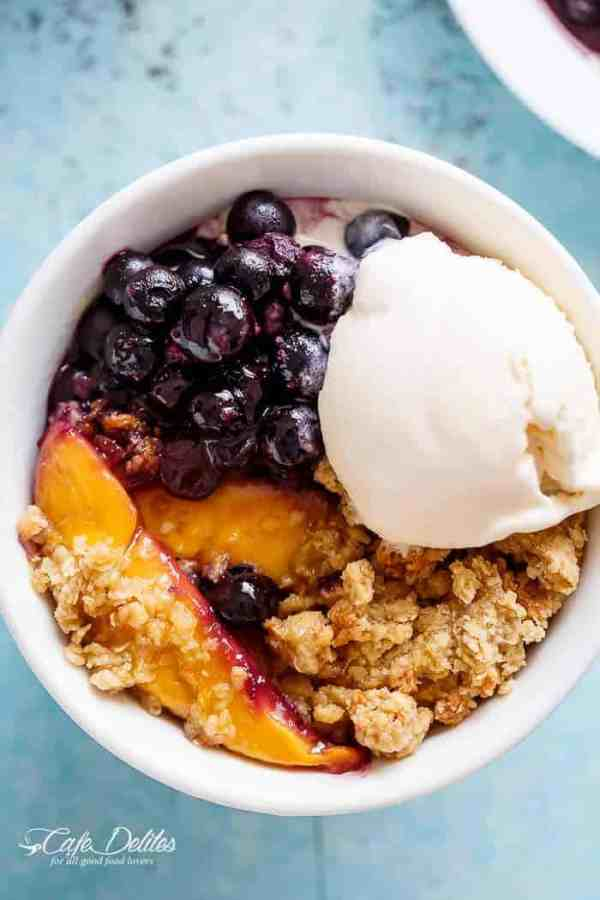 A classic and Easy Mango Blueberry Crumble with the crispy, buttery topping that's lighter in calories and BIG on flavour! | http://cafedelites.com