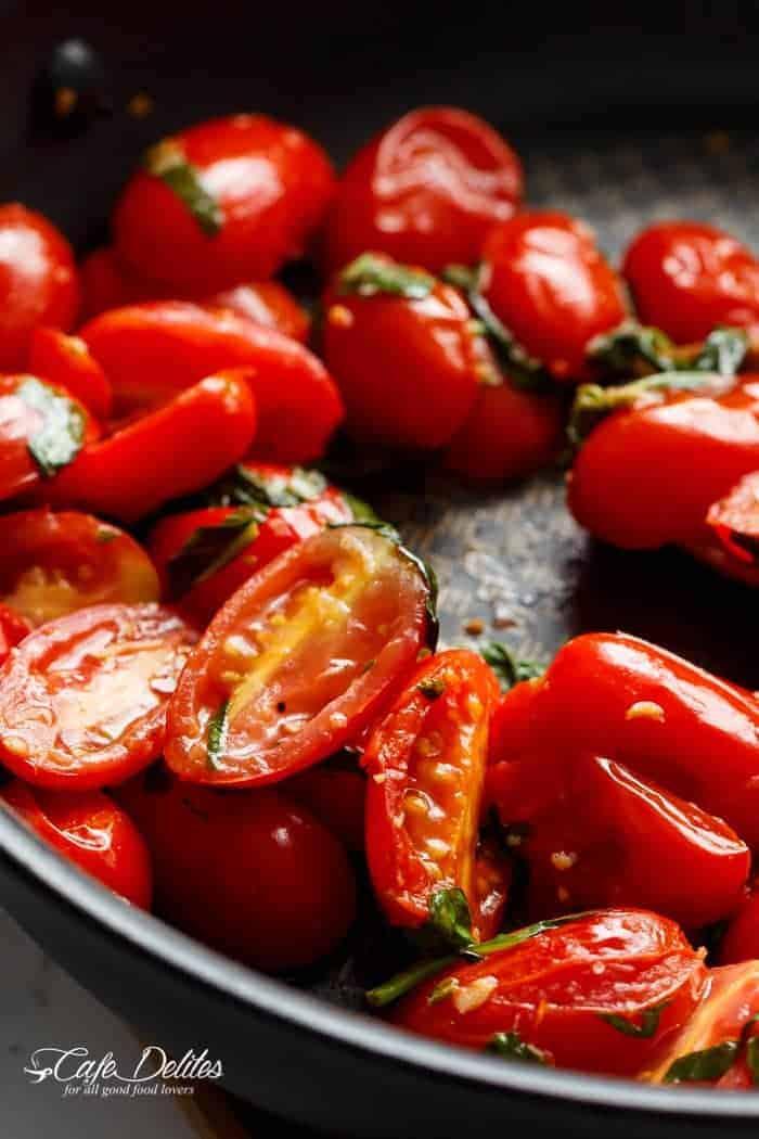 Tomato Caprese Garlic Breads | https://cafedelites.com