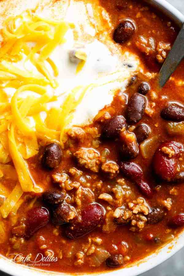 Beef & Bean Jalapeño Chili is one of the best and easiest chili's ready in under 30 minutes!Full of ground beef, beans andJalapeño peppers! | Cafe Delites