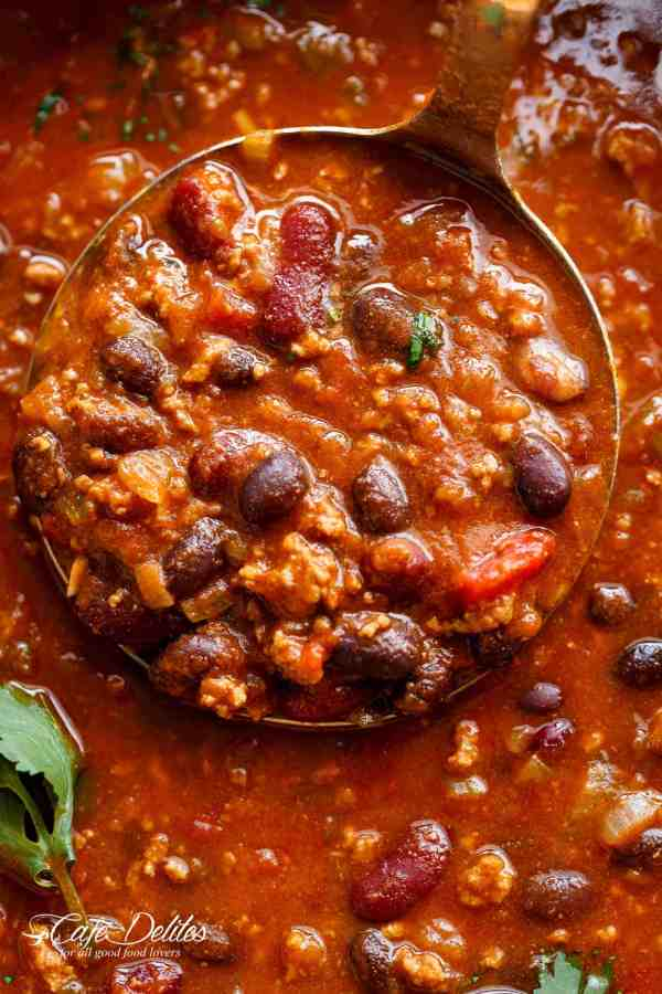 Beef & Bean Jalapeño Chili is one of the best and easiest chili's ready in under 30 minutes! Full of ground beef, beans and Jalapeño peppers! | Cafe Delites